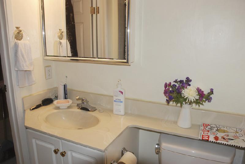Photo Gallery For Bedroom Suite In House In Point Grey - 14 x 11 bedroom design