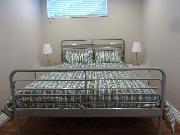 Bedroom - queen bed - closet space on opposite wall