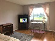 Park & Sunset Views, Large Furnished Room in a House, for 1 Female