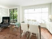 Gorgeous, Bright & Large 2 bed/2 bath in Central Lonsdale